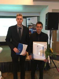 Jesko Janßen mit seinem Ausbildungsmeister Heiko Zimmermann